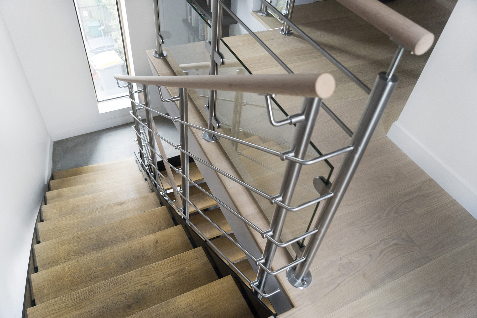 Garde corps inox designr novation garde corps escalier for Renovation escalier bois interieur
