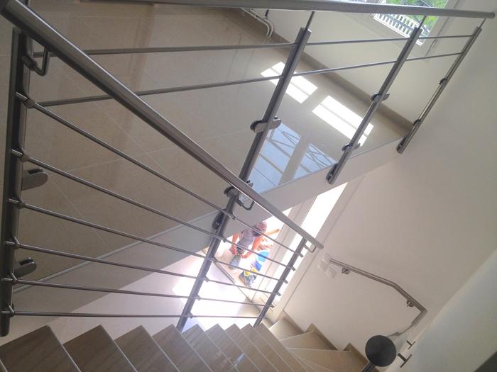 Inspiration am nager un garde corps d escalier inox d s for Rambarde escalier interieur