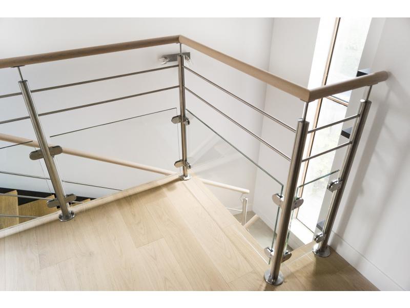 garde-corps tremie escalier inox et bois dans le 92