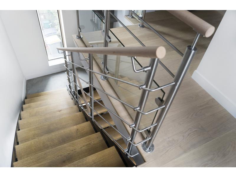 garde-corps escalier inox et bois dans le 92