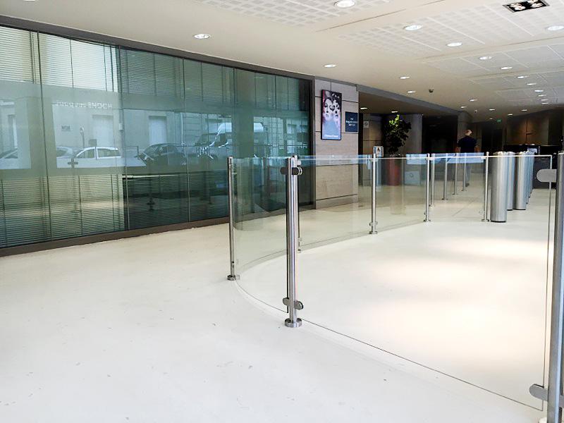 garde-corps en verre agencement d'espace