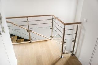 r novation garde corps verre et barres en inox pour des escaliers en bois. Black Bedroom Furniture Sets. Home Design Ideas